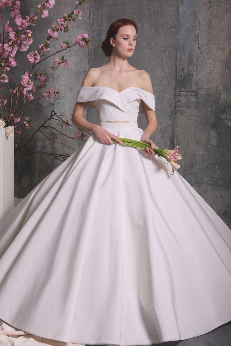 tendance robe de mariee 2017 2018 chic christian siriano wedding dress christian. Black Bedroom Furniture Sets. Home Design Ideas