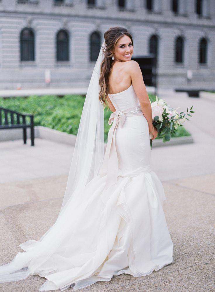 tendance robe de mari e 2017 2018 gorgeous chic carolina herrera wedding gown photography. Black Bedroom Furniture Sets. Home Design Ideas