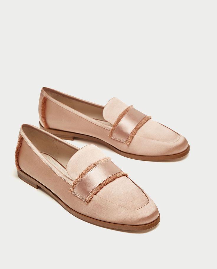 Chaussures Chaussures. Description. ZARA \\u2013 FEMME \\u2013 MOCASSINS  EFFRANGÉS