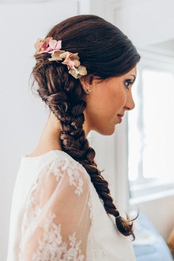 Coiffures de mariage fleur sur le cГґtГ©